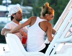 Курникова и Иглесиас устроили круиз на яхте в США