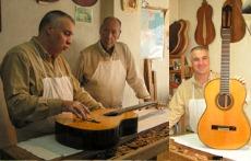 Классическая гитара и гитара фламенко